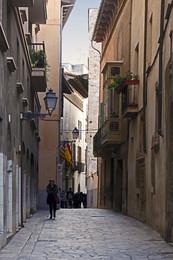 PALMA / Eine Gasse in Palma, der Hauptstadt Mallorcas. Gerne bin ich in den Stadtteilen, die von Touristen kaum besucht werden.