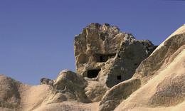 """KAPPADOKIEN / Als ich das erste mal diese TUFSTEIN FORMATION sah, dachte ich gleich an ein """"Gesicht"""". In diesen Höhlen wohnten (teilweise auch heute noch) Menschen."""