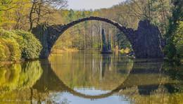 Über sieben Brücken musst du gehen ......... / In einer Bauzeit von etwa 10 Jahren wurde diese Brücke ab dem Jahr 1860 errichtet , heute ist sie ein beliebtes Foto Motiv . Betreten ist aber streng verboten .