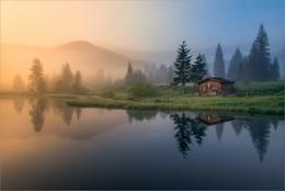 Die Hütte am See / Morgens bei Sonnenaufgang und Nebel beim Häuslteich Steiermark