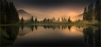 Landschaftspanorama / Abends an einen kleinen Teich in Hohentauern Steiermark in Österreich