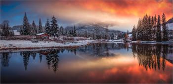 Morgenrot am See / Morgens an einen kleinen Teich in der Steiermark.