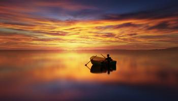 Contemplazione / Pescatore che interrompe la sua attività per godersi lo spettacolo del tramonto.