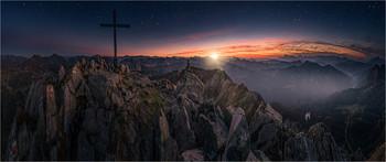 Lungauer Bergwelt / Abends nach Sonnenuntergang auf der Seekarspitze in Obertauern.  Die Sterne und die Sonne sind mit Pinsel Werkzeuge in PS6 nachträglich eingefügt.