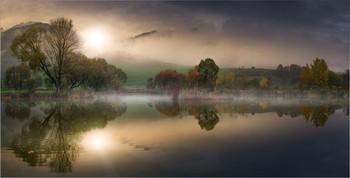Herbstzeit in Österreich / Morgens an einen kleinen Teich in der Steiermark